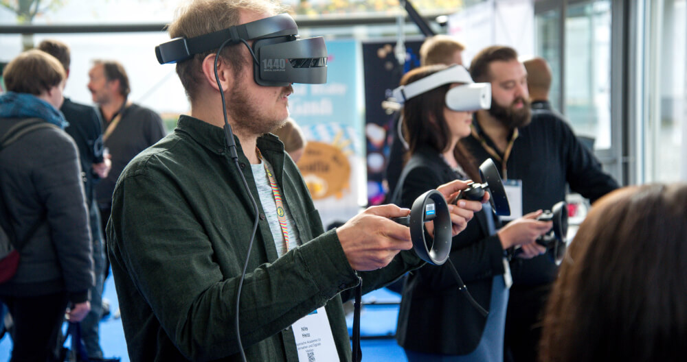 Virtual Reality Training: What Industries Use New Tech To Train Their Employees?